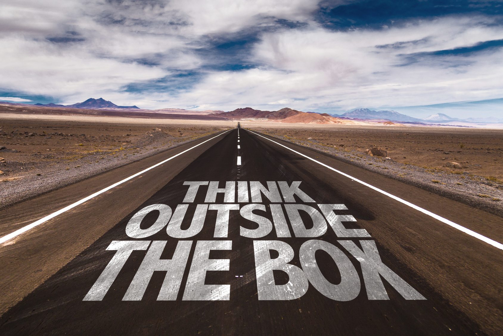 Think Outside the Box written on desert road | #89915110 | Urheber: gustavofrazao - Fotolia.de